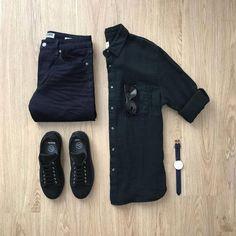 Look all black, com calça preta, camisa preta, tênis preto e acessórios. Stylish Mens Outfits, Casual Outfits, Men Casual, Casual Chic, Men's Outfits, Casual Wear, Trend Fashion, Fashion Outfits, Men's Fashion