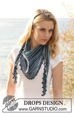 "Belle Louise / DROPS 120-19 - DROPS shawl in garter st in ""Fabel""."