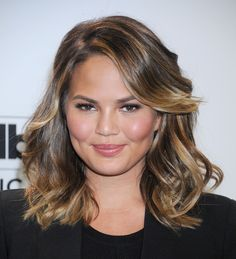 Chrissy Teigen is my new girl crush. She's fun, pretty, and a constant hair inspiration. So when she showed up at the 2015 Billboard Music Awards last week rocking a stylish long bob, my crush was … Chrissy Teigen Hair, Fall Hair Cuts, Langer Bob, Fresh Hair, New Haircuts, Celebrity Hairstyles, Medium Hairstyles, Shag Hairstyles, Mi Long