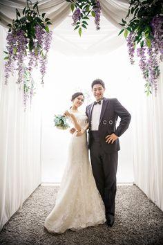 groom and bride, bride and groom, floral concept pre wedding photo shoot, Korea pre wedding photography, Korean style pre wedding photo shoot, classic wedding photography, hellomuse