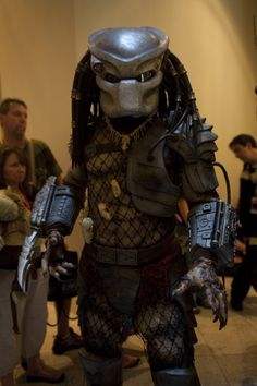 Awesome cosplay from the Predator movies and Alien vs Predator flicks Alien Vs Predator 2004, To Catch A Predator, Predator Movie, Predator Costume, Predator Mask, Amazing Cosplay, Best Cosplay, Soap Shows, Predator