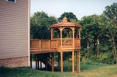Gazebo On Deck, Screened In Deck, Above Ground Pool Decks, In Ground Pools, Outdoor Rooms, Outdoor Living, Diy Home Decor On A Budget, Public Garden, Outdoor Structures