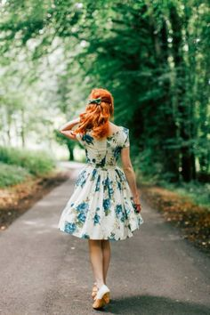 A beautiful spring dress with a vintage feel. All those lovely flowers!