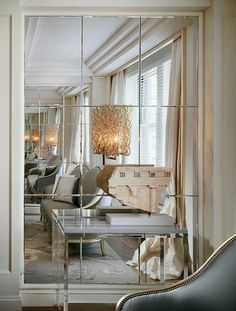 mirrored section of wall with lucite console = open + reflection #design #interior #interior_design