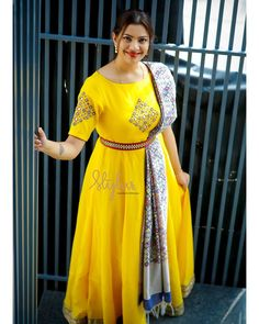 A Tip To Look Chic in Long Ethnic Gowns Long ethnic suit belts Indian Gowns Dresses, Indian Fashion Dresses, Indian Designer Outfits, African Fashion, Evening Dresses, Long Gown Dress, Lehnga Dress, Sari Blouse, Half Saree Designs