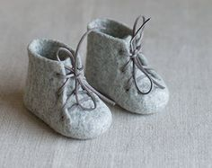 Pregnancy reveal to grandparents Green wool booties Newborn booties Baby shoes in a box Baby shower gift Felted unisex eco friendly shoes Baby Doll Clothes, Baby Dolls, Diy Clothes, Felt Booties, Felt Shoes, Newborn Birth Announcements, Baby Bootees, Felt Baby, New Baby Gifts