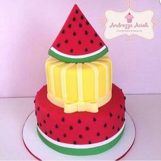 Bolo com camada de melancia e camada amarela. Watermelon Cake, Watermelon Birthday, Pineapple Cake, Bolo Picnic, Bolo Laura, Cake Decorating With Fondant, Fake Cake, One In A Melon, Tropical Party