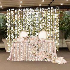 Зеркальные грани и яркие огоньки будут окружать молодоженов и их свидетелей. Да, стол и фон будут в два раза длиннее. Как это будет выглядеть, увидите 15 июля Организация @weddingway_love #оформлениесвадьбы#декорсвадьбы#оформлениепрезидиума#зеркальнаясвадьба
