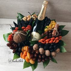 Food Bouquet, Gift Bouquet, Edible Bouquets, Winter Project, Diy Origami, Food Gifts, Creative Food, Gift Baskets, Diy And Crafts