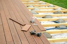 How to build a wooden deck? Discover the method to build your wooden terrace! Wooden Terrace, Wooden Decks, Building A Deck, Terrace Garden, Backyard Landscaping, Outdoor Gardens, Garden Design, Outdoor Decor, Decking