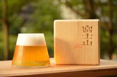 富士山グラス (Fujiyama Glass)產品包裝字型設計  Extended Font的字型設計,以亞洲來說算是不常見的案例, 不過運用此Extended Font的特徵與富士山的意境結合, 具有寬廣、穩固、安定及重量的特徵,山給予人的感受相符。 且筆劃以傳統力與美的設計呈現。 題外話,此商品設計獲得《Tokyo Midtown Award 2008》審查員特別賞 •水野學賞  餘白藝廊可以看到喔!  #font #type #design #art #Fujiyama #extendedfont #like #japan #photooftheday
