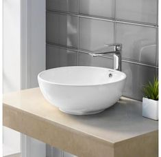All about master bathroom designs and inspiration. Small, and luxury modern master bathroom layout Luxury Master Bathrooms, Modern Master Bathroom, Dream Bathrooms, Small Bathrooms, Minimal Bathroom, Outdoor Bathrooms, Modern Bathrooms, Simple Bathroom, Bathroom Layout