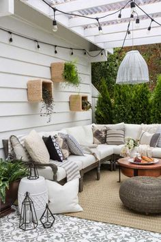 outdoor pltze Choosing a certain backyard decor can be either easy or difficult. This list of backyard decor ideas will inspire you to get a cozy outdoor living space! Outdoor Living Space, Outdoor Rooms, Outdoor Decor, Decor, Diy Outdoor Decor, Home, Diy Patio, Living Spaces, Home Decor
