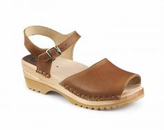 Win a Pair of Comfy Clogs $129 Value from Superior Clogs on Two Class yChics   #Giveaways #ad