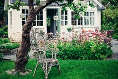A truly idyllic Swedish 'kolonistuga' (allotment cottage) (my scandinavian home) Nordic Home, Scandinavian Home, Nordic Style, Garden Cottage, Cottage Chic, Cottage Style, Swedish Cottage, To Go, Cabins And Cottages