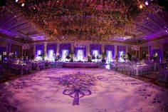 Room: ceiling centrepiece, hanging chandeliers... Wow