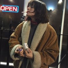 Image about girl in a collection of people i find attractive/stylish by misha Pretty People, Beautiful People, Cute But Psycho, Riot Grrrl, Grunge Style, Mode Outfits, Trendy Outfits, Aesthetic Girl, Looks Cool