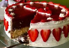 Ciasto z musem z białej czekolady i truskawkami | Moje Wypieki Cheesecake, Desserts, Food, Tailgate Desserts, Deserts, Cheesecakes, Essen, Postres, Meals