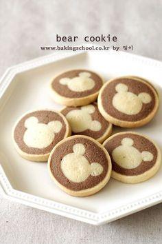 곰돌이 쿠키 - 베이킹스쿨(교훈:배워서남주자) Bear Cookies, No Bake Cookies, Sweet Desserts, Dessert Recipes, Japanese Pastries, Cute Baking, Kawaii Dessert, No Cook Meals, Cookie Decorating