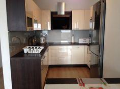 Poradca: Andrej Hrušovský - kuchyňa Elis Kitchen Island, Kitchen Cabinets, Home Decor, Island Kitchen, Decoration Home, Room Decor, Cabinets, Home Interior Design, Dressers