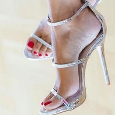 Silver strappy high heels sandals. Tacchi Close-Up #Shoes #Tacones #Heels