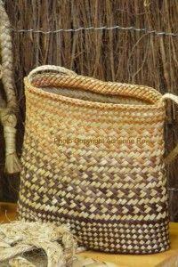 Kete TePuia Rotorua Flax Weaving, Basket Weaving, New Zealand Flax, Maori Designs, Art Diary, Woven Baskets, Maori Art, Crochet Handbags, Create Space