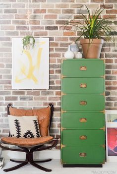 MANDI how to    The Right Way to Paint Laminate Furniture