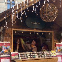 Am Weihnachtsmarkt in Steyr mit meinen Designer-Armbänder und Seidenschals (www.resonanz.style) Steyr, Designer, Pictures, Silk Shawl, Nice Asses