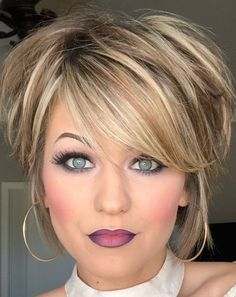 Trending Hairstyles 2019 - Short Layered Hairstyles - EveSteps New year 2019 came with many beautiful hairstyles trends, one of these trends is the short layered hairstyles. Trending Hairstyles, Layered Hairstyles, Bob Hairstyles, Female Hairstyles, Short Hair With Layers, Short Hair Cuts, Short Pixie, Ombre Hair, Blonde Hair
