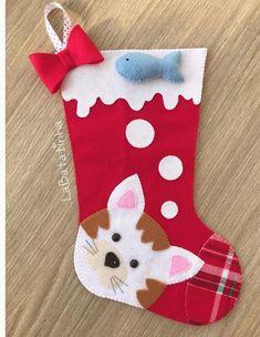 7 Botas Natalinas em Feltro - Molde para artesanato Felt Stocking, Christmas Stockings, Christmas Ornaments, Holiday Decor, Home Decor, Christmas Crafts, Crafts, Boots, Needlepoint Christmas Stockings