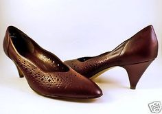Vtg-Naturalizer-Womens-11-AAA-Narrow-Pumps-High-Heels-Brown-Cut-Outs-Low-2