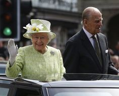 Queen Elizabeth II Photos Photos: The Queen & Duke of Edinburgh Carry Out Engagements in Windsor on Her Majesty's Birthday Queen Elizabeth Tiaras, Elizabeth Philip, Queen 90th Birthday, Queen Of England, Windsor England, British Royal Families, Prince Phillip, Walkabout, British Monarchy