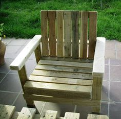 There are easy outdoor ideas as there are of indoor furniture, so let's focus on patio furniture made out of wood pallets and that's what we are about to do Pallet Deck Furniture, Patio Furniture Sets, Outdoor Furniture, Outdoor Decor, Pallet Chairs, Space Furniture, Furniture Layout, Pallette, Wood Pallets