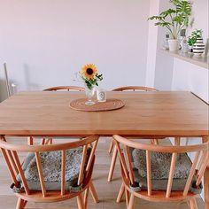 3LDKで、家族の、お花のある暮らし/観葉植物のある暮らし/シンプルライフ/インテリア/縦長リビング/フォロワー2000人についてのインテリア実例。 「お花のある生活🌼 m...」 (2019-05-24 22:23:14に共有されました) Dining Table, Furniture, Home Decor, Decoration Home, Room Decor, Dinner Table, Home Furnishings, Dining Room Table, Home Interior Design
