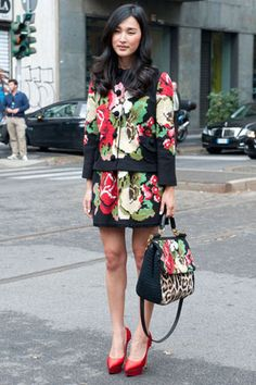 La blogger Nicole Warne in total look di Dolce & Gabbana collezione autunno/inverno 2012-13.