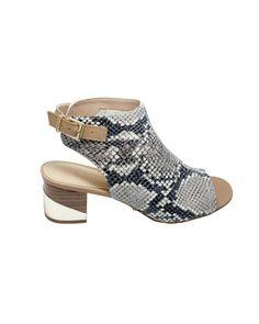 Sandália de couro com textura e estampa de cobra, sem forro. Palmilha de couro, salto fachetado com detalhe em couro metalizado e 5 cm de altura. Cristófoli verão 2015