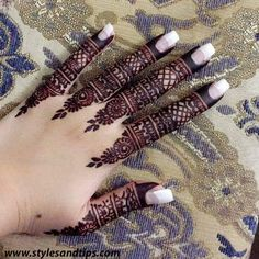 We have Arabic new mehndi designs plane for you. The simple Arabian mehndi design is for beginners. Henna Hand Designs, Dulhan Mehndi Designs, Mehandi Designs, Finger Mehendi Designs, Arabian Mehndi Design, Mehndi Designs For Beginners, Modern Mehndi Designs, Mehndi Designs For Fingers, Wedding Mehndi Designs