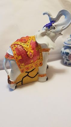 Elefante realizado con nueva pintura acrilica en marcadores