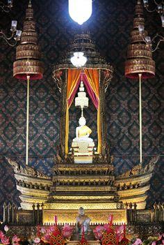 พระพุทธเทววิลาส (หลวงพ่อขาว) วัดเทพธิดาราม     เป็นพระพุทธรูปศิลปะสมัยเชียงแสนผสมสุโขทัย ปางมารวิชัย ขัดสมาธิเพชร จำหลักด้วยศิลายวงสีขาวบริสุทธิ์ มีความงดงาม    ประดิษฐานอยู่ในเวชยันต์บุษบกไม้จำหลักลาย หรือบุศบกท้ายเกริน ปิดทองประดับกระจกเกรียบ ลายประณีตบรรจงมาก รอบๆ แวดล้อมด้วยดีบุกปั้นเป็นรูปเทพนมและครุฑปิดทอง ด้านซ้ายขวาตั้งแต่งฉัตรเครื่องสูงทองแผ่ลวด 5 ชั้น 2 ดั้ง เหนือพระพุทธรูป กางกั้นสุวรรณฉัตรคันดาน 5 ชั้น 1 ดั้ง