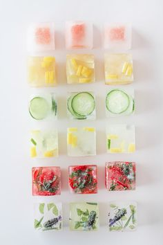 Pep up your drinks with frozen ice cubes with fresh fruit! Think water is boring. Check out some fun ways to punch up the flavor in your glass with these flavored ice cubes! Infused Water Recipes, Fruit Infused Water, Fruit Water, Clear Fruit, Water Water, Mexican Mac And Cheese, Flavored Ice Cubes, Fruit Ice Cubes, Flower Ice Cubes