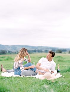 anniversary session picnic, engagement photos picnic | Photographer: Lucy Munoz