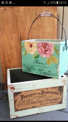 Shabby Chic Boxes, Shabby Chic Decor, Crafts For Teens, Diy And Crafts, Pretty Box, Wood Crates, Hand Painted Furniture, Diy Box, Wooden Crafts