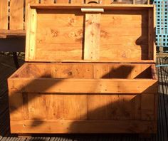 Pallet Outdoor Furniture Set and Custom Chest | 101 Pallet Ideas