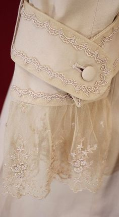 Fashion in details, lace,beads, loop with button on coat cuff Beautiful Gowns, Beautiful Outfits, Vintage Outfits, Vintage Fashion, Lace Cuffs, Fashion Details, Fashion Design, Linens And Lace, Vintage Lace