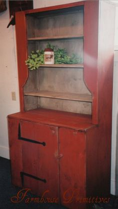 Colonial and primitive country home decor FARMHOUSE PRIMITIVES, this hutch would match my dry sink !