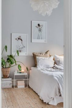 Such a serene bedroom 😊 Home Decor Styles, Cheap Home Decor, Serene Bedroom, Calm Bedroom, Minimalist Bedroom, Home Decor Bedroom, 60s Bedroom, Bedroom Signs, Decor Room