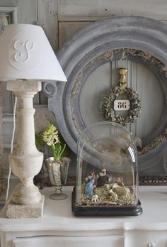 A Nativity scene under a dome and a monogrammed lampshade www.lesptitscoeurs.canalblog.com