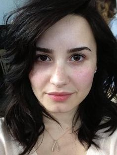Demi Lovato No Makeup Twit Pic... sad that this is such a strange thing, that we see a celeb without makeup, but she looks wonderful and is sending a great message.