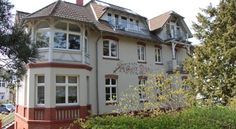 Pension auf der Düne Seebad Heringsdorf This family-run guest house is located on Heringsdorf's beach promenade, on the island of Usedom. It offers large rooms, a private path to the beach and free on-site parking.  Pension Auf der Düne is a 19th-century villa.