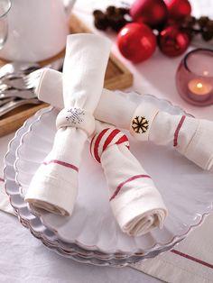 Decorar la mesa con servilleteros navideños http://www.icono-interiorismo.blogspot.com.es/2015/12/decorar-la-mesa-con-servilleteros.html